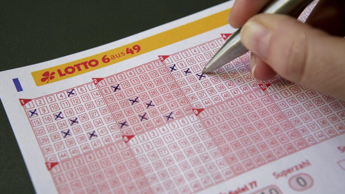 Mari kita semua dirajam dan periksa versi movie The Lottery karya Shirley Jackson