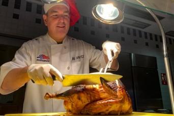 Tradisi Thanksgiving Feed-the-Troops terus berlanjut meskipun COVID-19 | Artikel