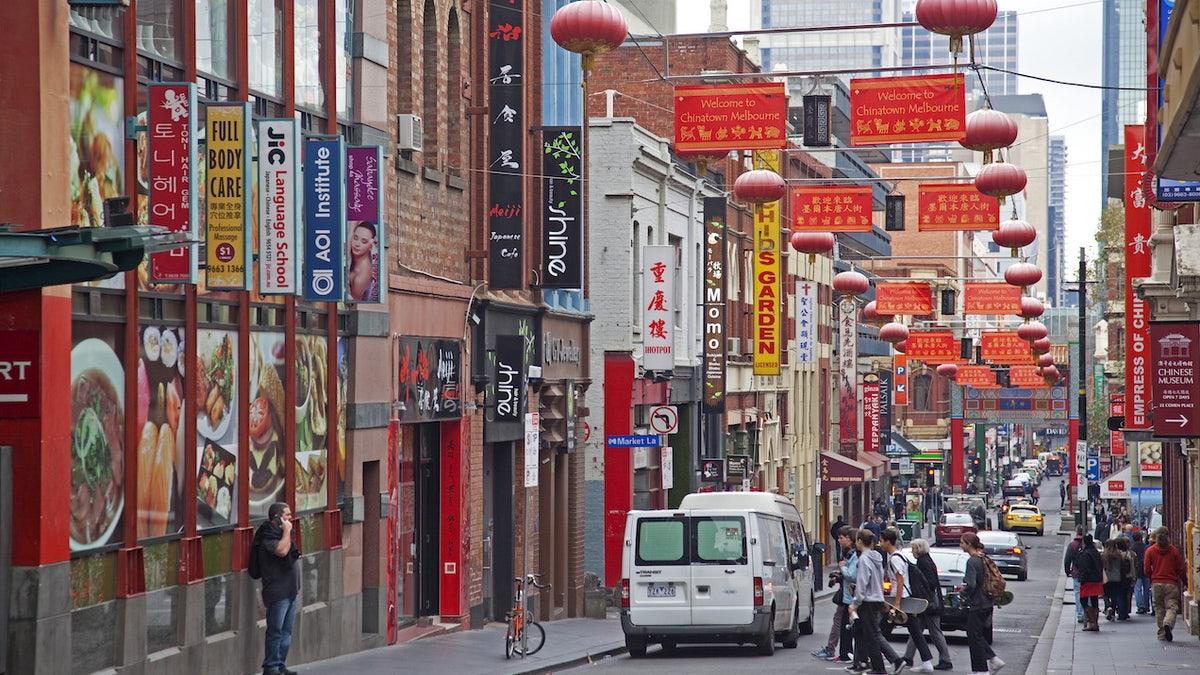 Walikota Melbourne Ingin Anda Berhenti Khawatir & Hancurkan Beberapa Pangsit Di Pecinan