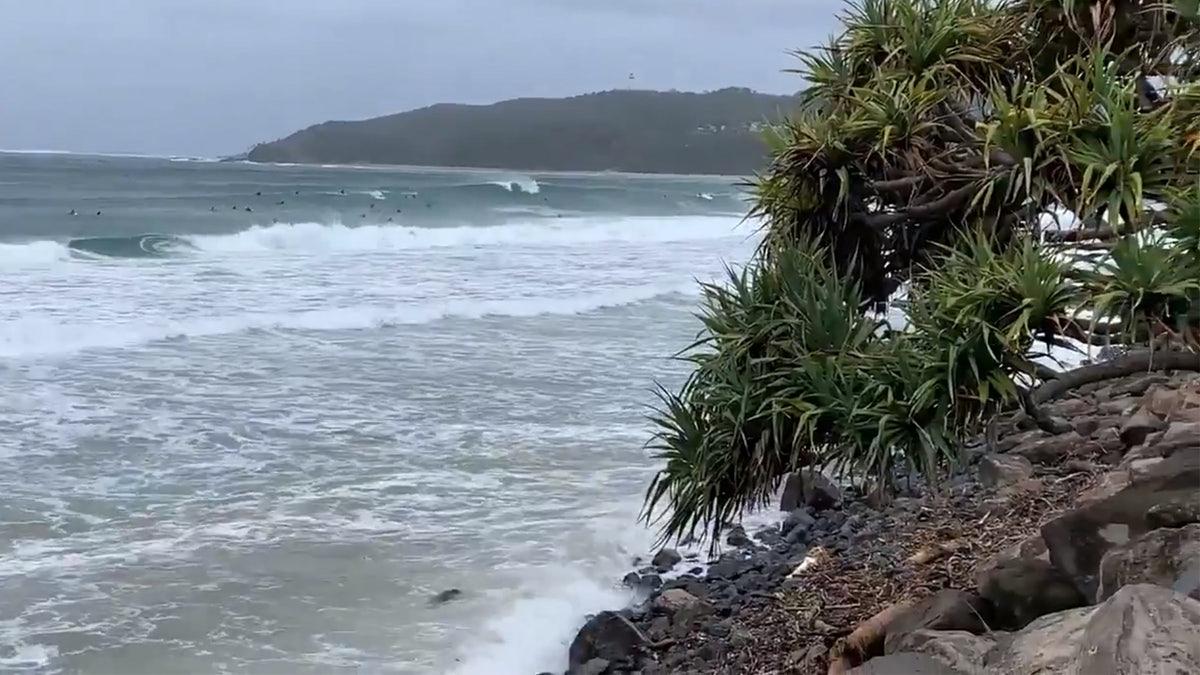 Banjir Dan Gelombang King Merobek Teluk Byron Dan NSW Utara