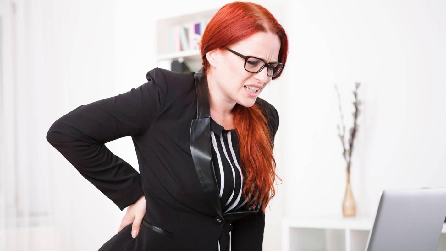 Oh kakiku yang sakit!  Bagaimana cara menghentikan kerusakan jangka panjang dari berdiri di tempat kerja