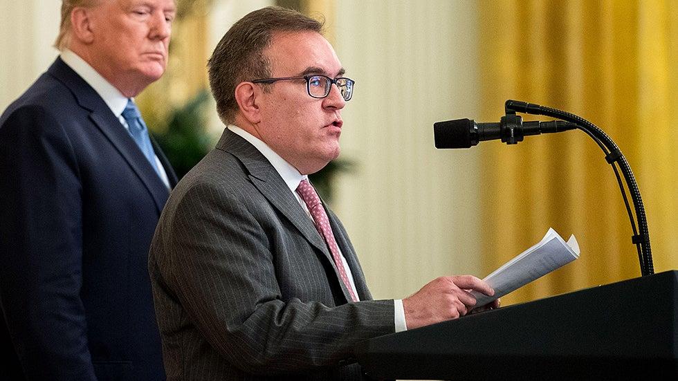 Trump EPA mengancam akan menahan dana jalan raya California di tengah pertarungan emisi