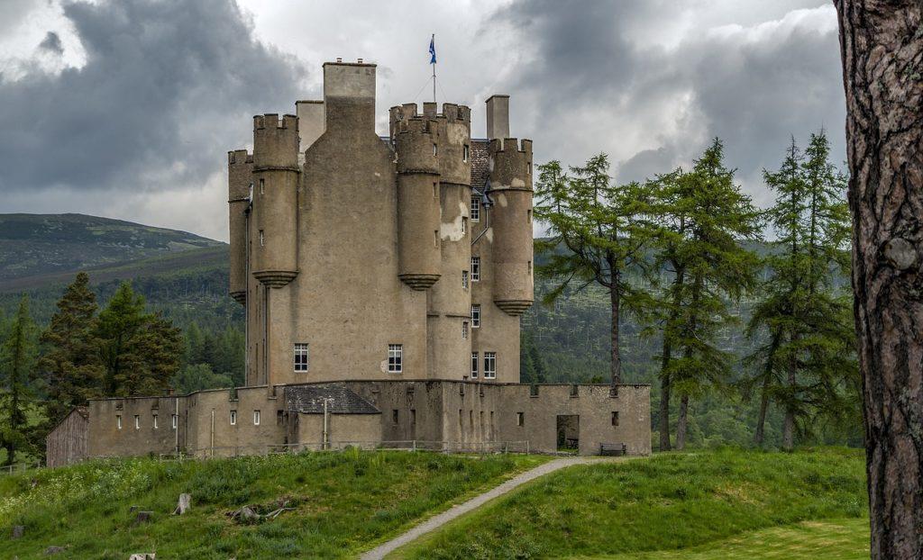 Hibah Restorasi Braemar Castle senilai Number 35k
