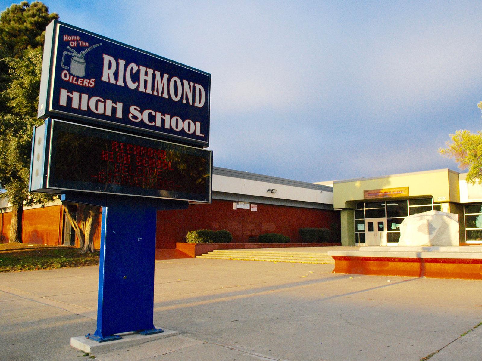 'Kami belanja sekolah untuk orang biasa-biasa saja:' Siswa dan orang tua Richmond mencoba menavigasi sistem pendidikan yang 'rusak'