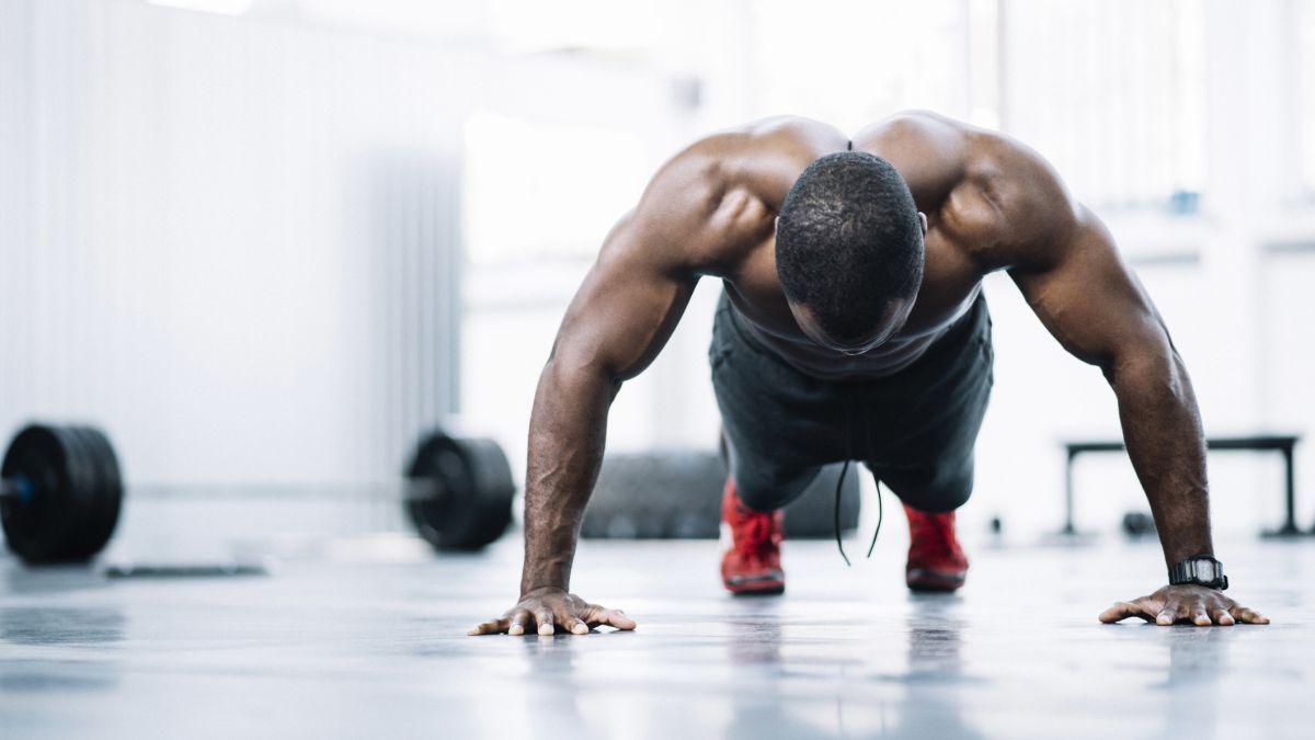 Dapatkan lengan besar dengan push up: ikuti tips latihan press up ini untuk senjata besar dan dada lebar