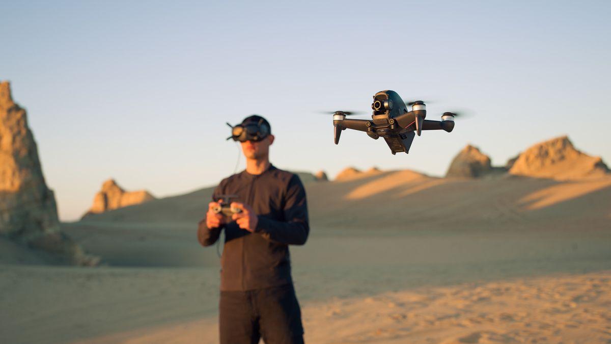 Drone DJI FPV baru menempatkan Anda di kursi pilot dengan headset VR