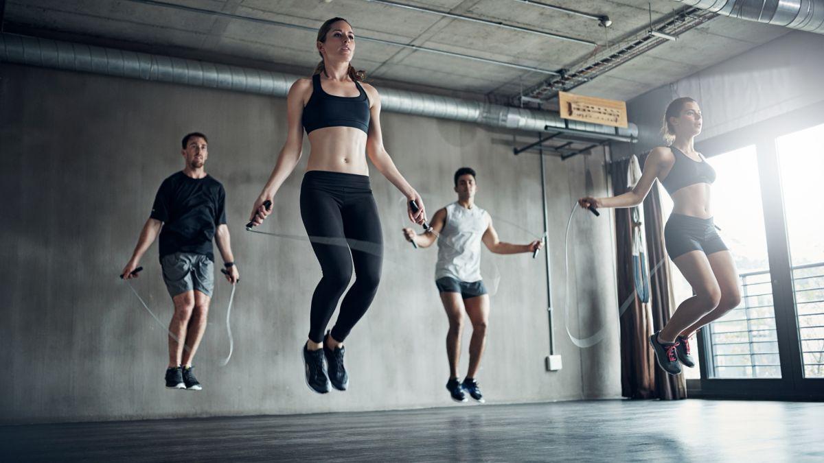 Melewatkan adalah latihan seluruh tubuh yang hebat: Inilah cara melompat dan mengapa itu sangat baik untuk Anda