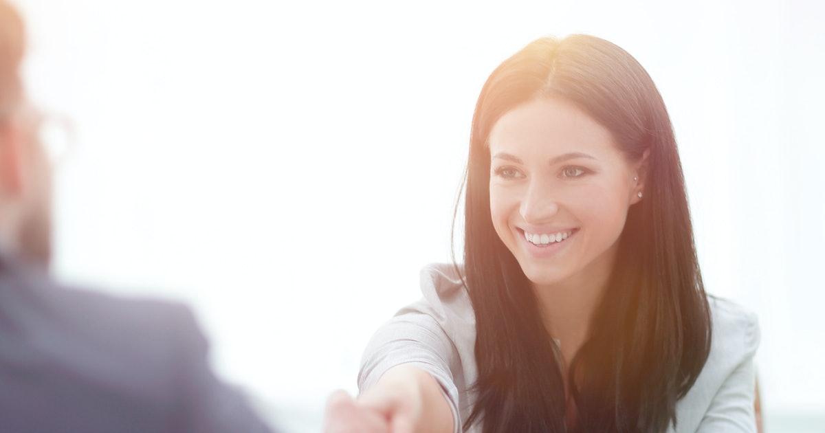 10 Trik Psikologis Tak Terduga yang Akan Membantu Anda Membuat Kesan Luar Biasa Pada Siapapun yang Anda Temui